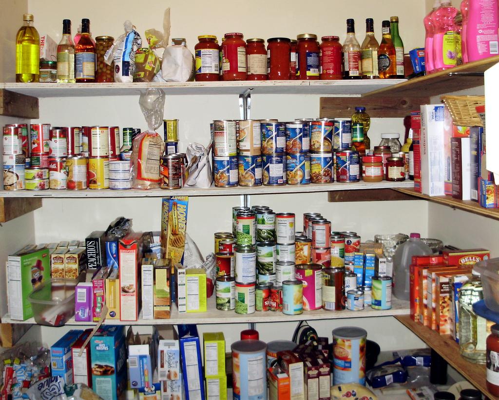 Solutions pour survivalistes urbains vivant en appartement Stock-nourriture