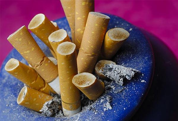 புகைப்பிடிப்பவரா நீங்கள்? சில எச்சரிக்கை குறிப்புகள்..!! Smoking-affects_23