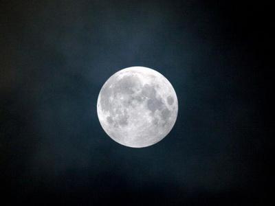 POEMAS SIDERALES ( Sol, Luna, Estrellas, Tierra, Naturaleza, Galaxias...) - Página 16 Luar