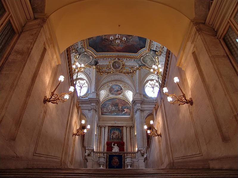 Madrid de los Borbones (I): El Palacio Real Palacio%2BReal%2Bescalera%2Bde%2Bembajadores