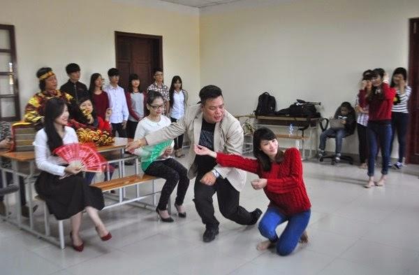 Hảo tự ố tăng thời bang vô đạo Dua-hau-dong-vao-giang-day-cho-sinh-vien-dai-hoc-hinh-anh-7_rjhx