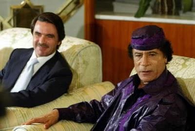 Aznar: Habría que dar a Cuba el mismo tratamiento que a Libia - Página 2 Gadafi%2By%2Baznar