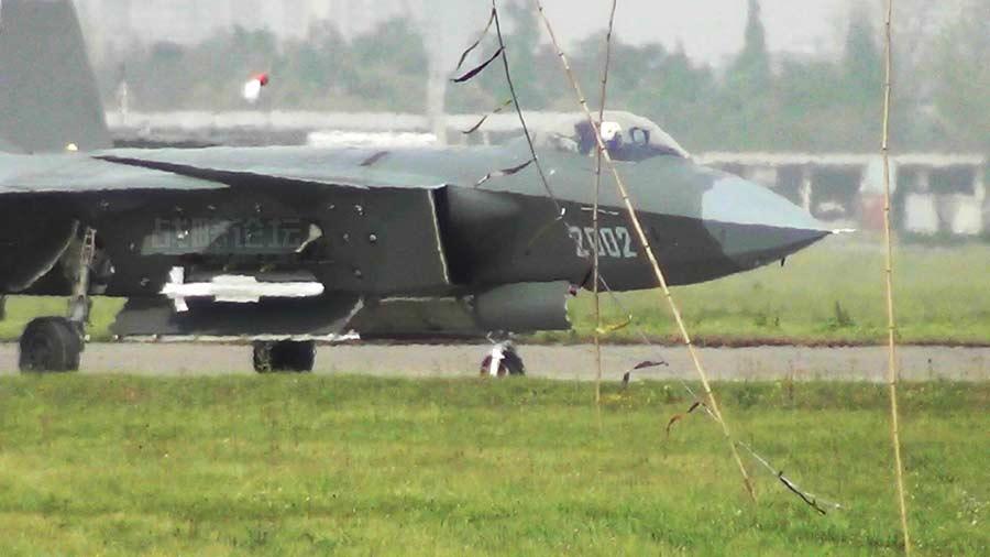 المقاتلة الصينية J-20 Mighty Dragon المولود غير الشرعي J20-pl-10