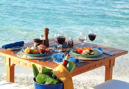 vendredi 22 juillet  Maldives-hotel-makunudhu-dejeuner-plage-2