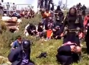Kjo VIDEO horror nga Siria. Priftit Katolik i pritet koka. Prifti-300x222