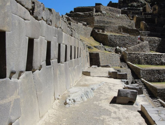 Can someone explain just how Ollantaytambo was built thousands of years ago?  Ollantaytambo-the-inca-passage