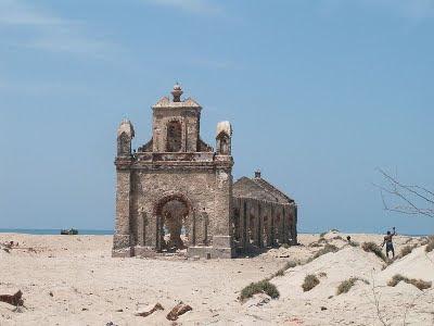 வரலாற்று சிறப்புமிக்க படங்கள் .... - Page 7 800px-Dhanushkodi-Church-Ruin