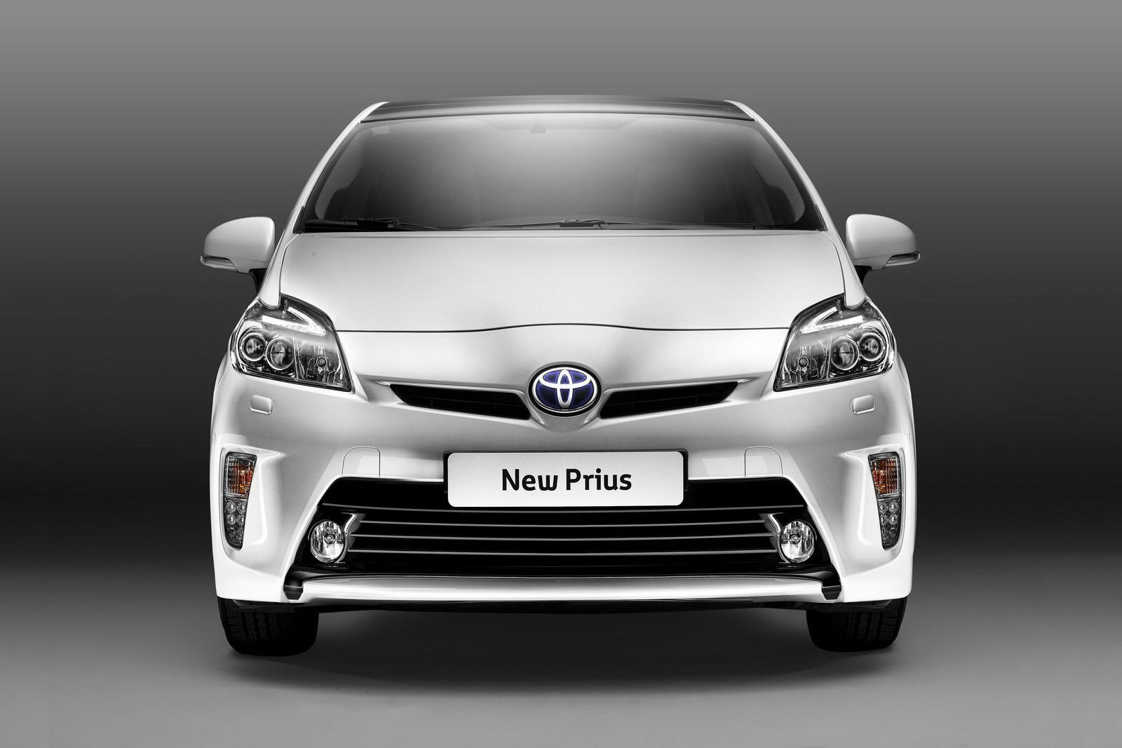 [Toyota] Prius III - Page 13 New-2012-Toyota-Prius-Carscoop-9