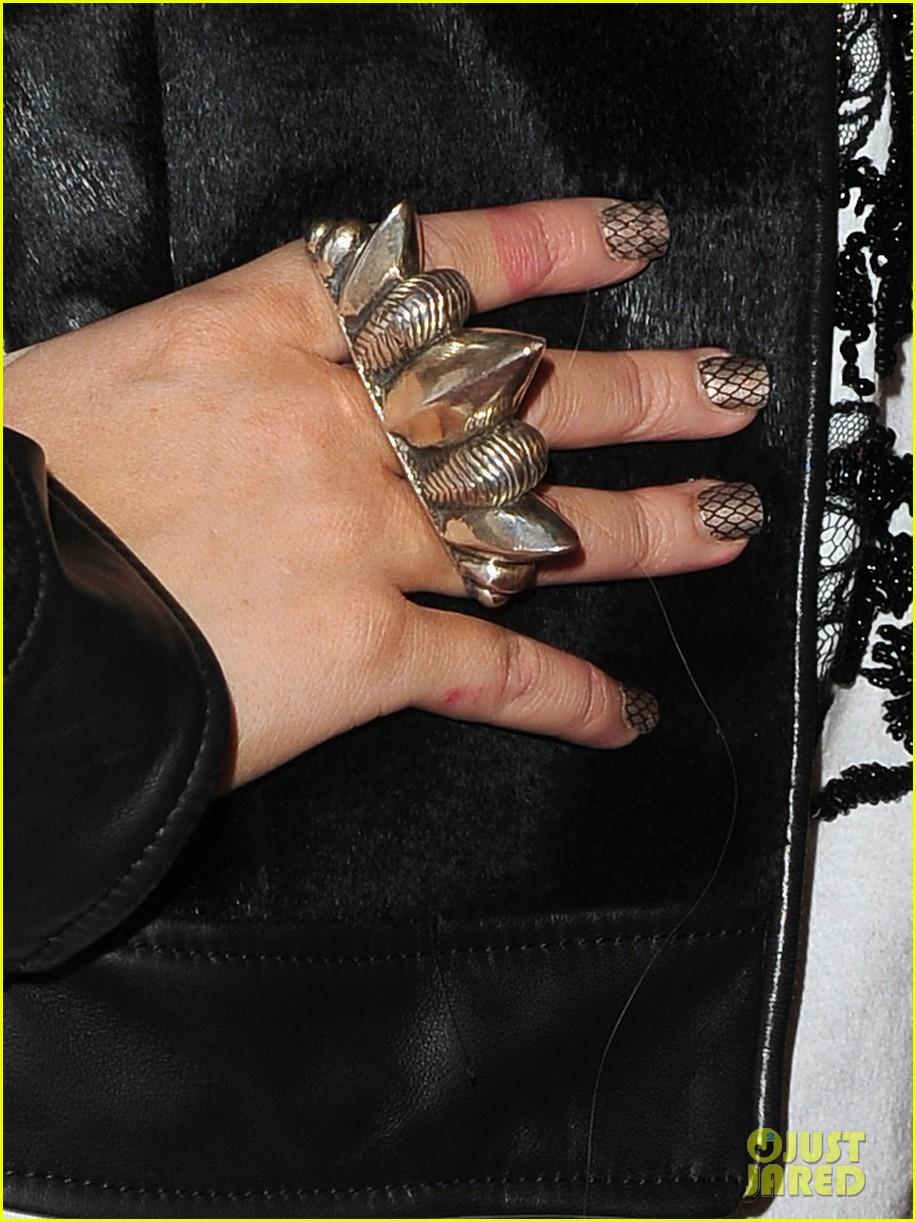 [Fotos+Video] Christina Aguilera: Elder Scrolls V: Skyrim Launch! 2011 Christina-aguilera-matthew-rutler-skyrim-launch-14