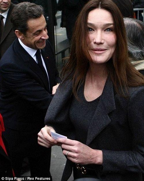 Avec Carla Bruni, dites non à l'intimidation ( fou rire garanti) - Page 3 Carla_bruni_12
