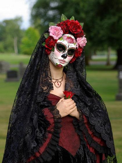 ►01x03 Oh, come on. It's Halloween Catrina-dia-de-muertos