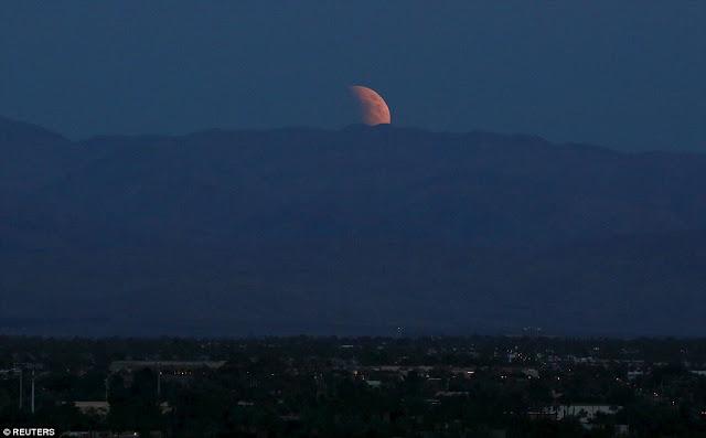 Eclipse.........  2CD930B000000578-3251497-image-a-101_1443416597897