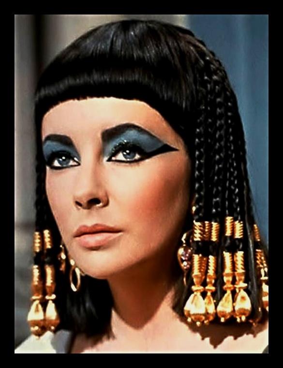 """""""Ojos verdes son traidores, azules son mentireiros...  marrones y acastañados son firmes y verdadeiros..."""" - Página 4 Elizabeth_Taylor_Cleopatra"""