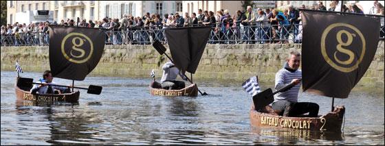 الإبحار في قوارب من الشوكولاتة بجنوب فرنسا  Choco_boat12