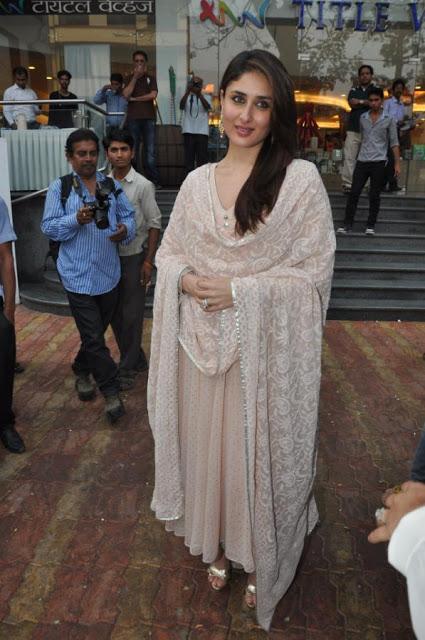 БЕБО - Карина Капур / Kareena Kapoor - Страница 10 Kareena-Kapoor-Launch-Garbage-Beat-Book-9