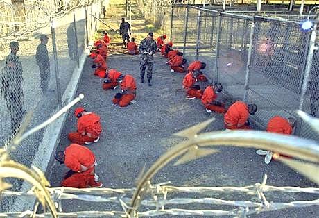 Gli svedesi si sono suicidati in massa. - Pagina 3 Guantanamo-11-january-2002