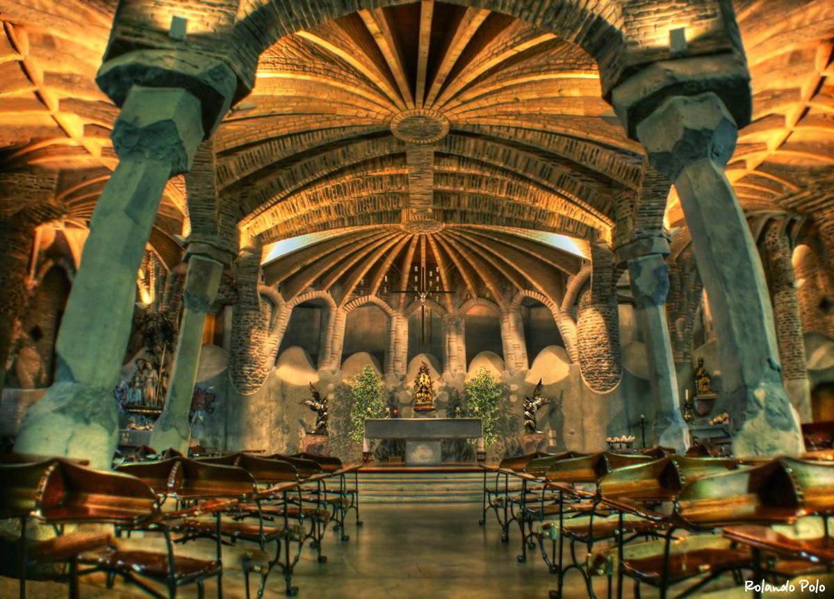 Gaudijeva arhitektura Guell-crypt