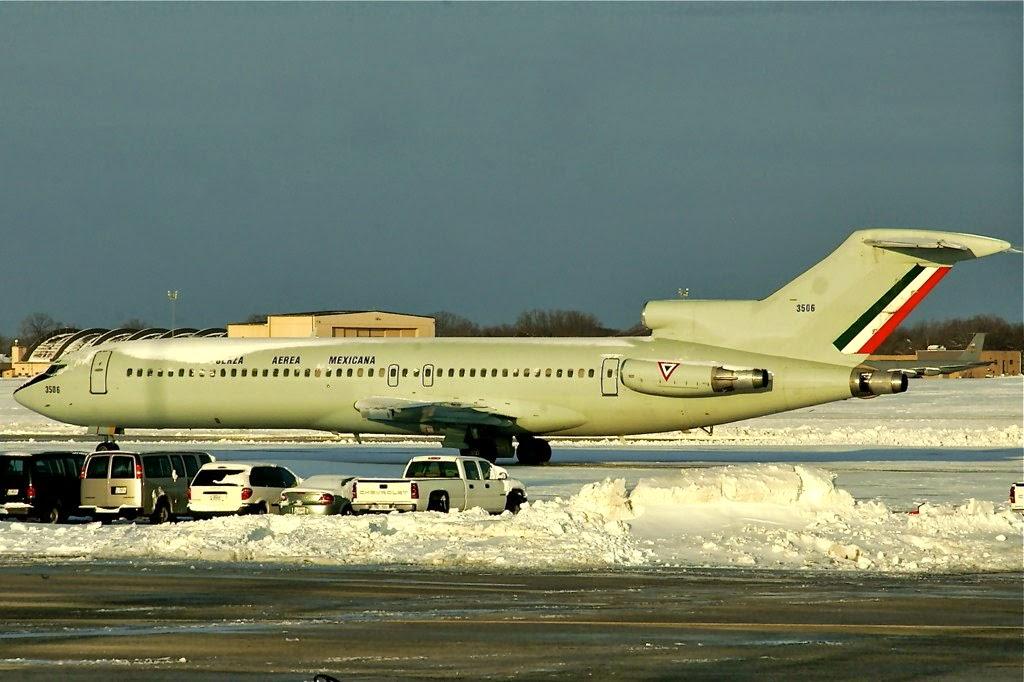 TP-02 Y  TP-03  Boeing 737  B727-200%2Bnieve