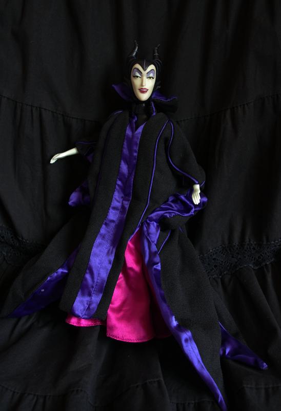 Disney Villains - Page 5 Disney-parks-Maleficent-1