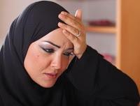 لماذا تعانين من الصداع أثناء الصيام؟ Woman-arab-headache-10-2-2011_0_0