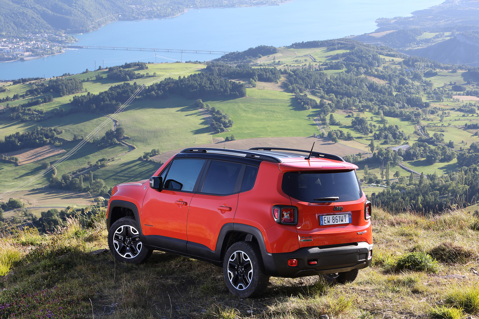 2014 - [Jeep] Renegade - Page 10 Jeep-Renegade-Trailhawk-12
