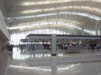 Tiếng Việt mới - Yên Hà Vietnam_TanSonNhat_Airport_Check-In