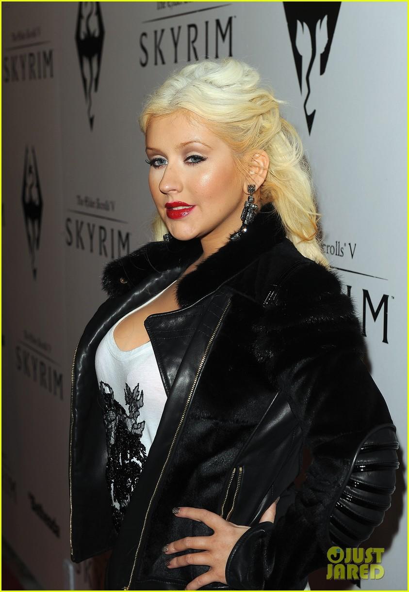 [Fotos+Video] Christina Aguilera: Elder Scrolls V: Skyrim Launch! 2011 Christina-aguilera-matthew-rutler-skyrim-launch-16