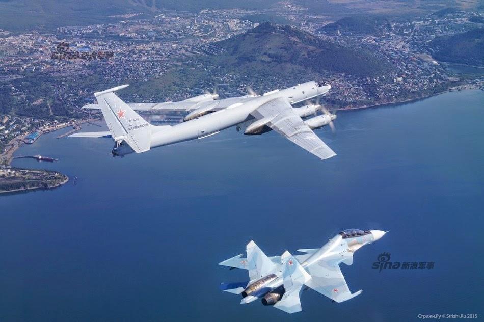 Rusia - Página 16 Russian%2BAir%2BForce%2BSu%2B-30SM%2B142%2Bcruise%2Bcoastline%2B2
