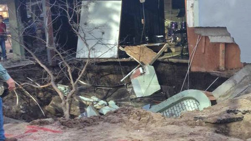 GEOLOGICAL UPHEAVAL: Sinkholes Keep Popping Up Across The United States - Massive Sinkhole Opens Up In St. Petersburg, Florida; Swallows Street Corner And Part Of A Building!  Florida_sinkhole09