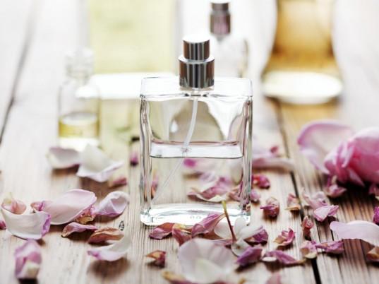 المشاكل الصحية لاستخدام العطور ؟ Perfume-537x402