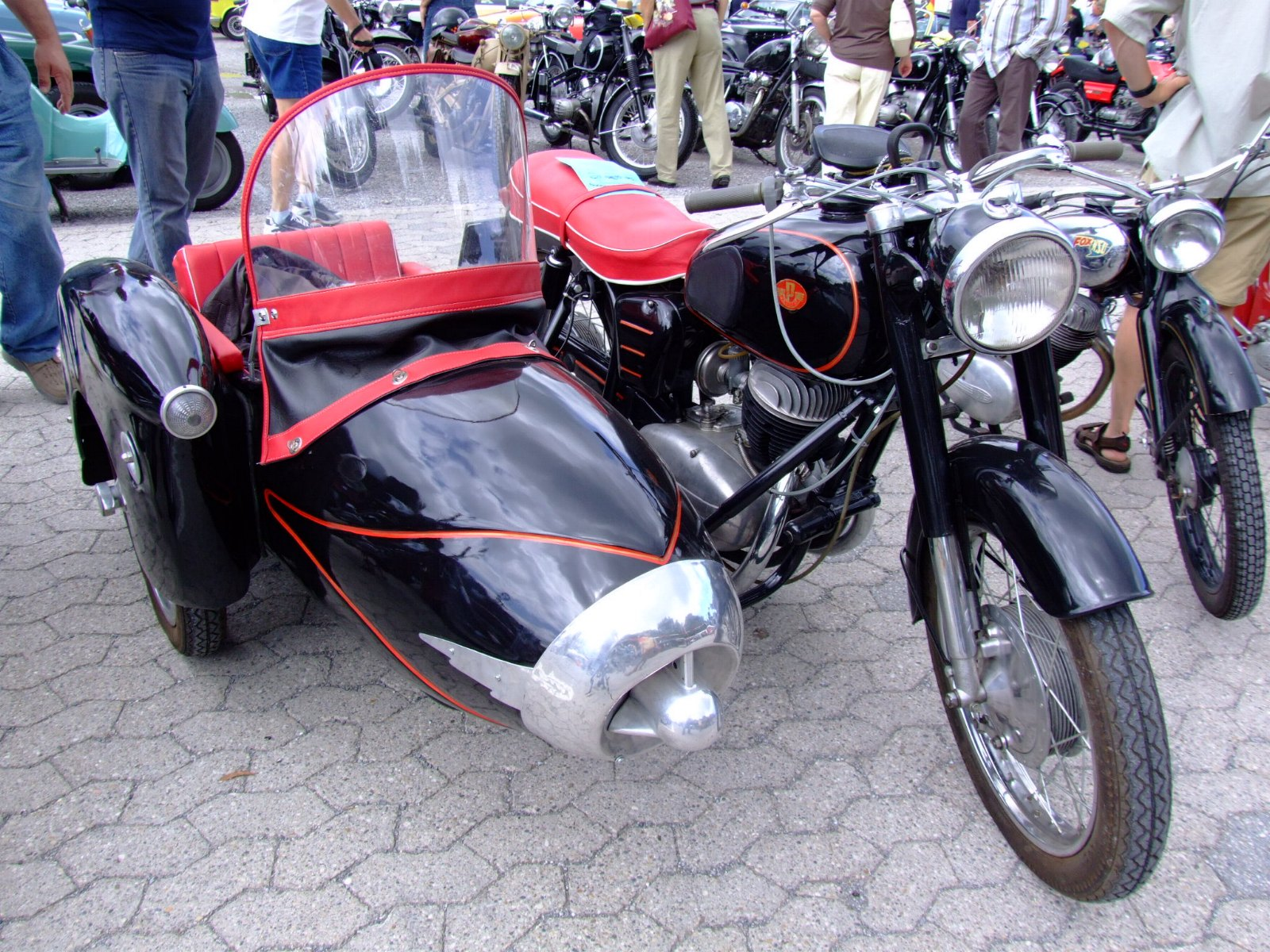 Les sides Duna Pannonia_Csepel_250_T1_Side_1959b