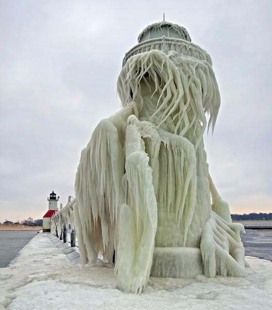 Bienvenidos al nuevo foro de apoyo a Noe #221 / 06.02.15 ~ 08.02.15 - Página 23 Frozen-lighthouse-st-joseph-north-pier-lake-michigan-9