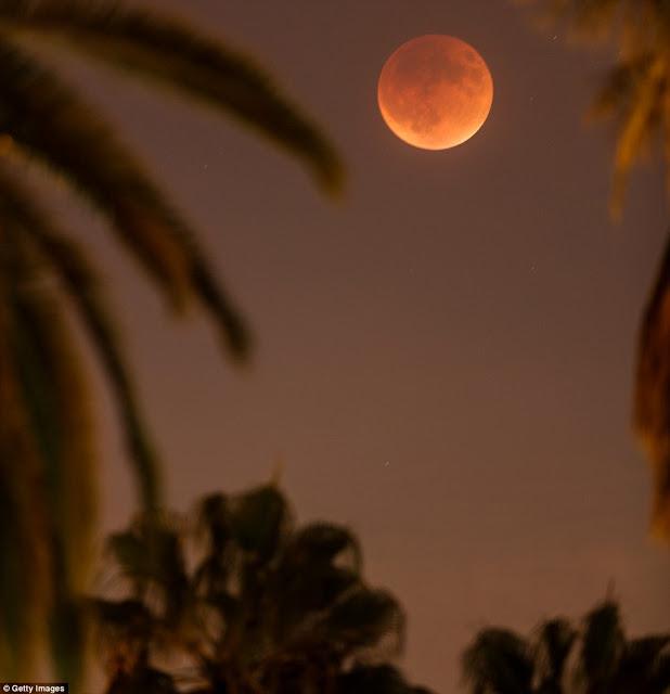 Eclipse.........  2CD9471B00000578-3251497-image-m-99_1443416434920