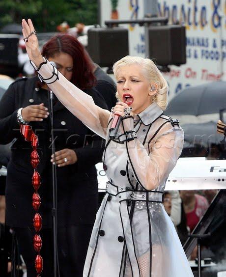 [Tema Oficial] Christina en The Early Show [Fotos+Videos] CAguilera060910_08-full