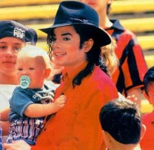Foto di Michael e i bambini - Pagina 20 Tumblr_l0whl8NqUP1qb9vkco1_400