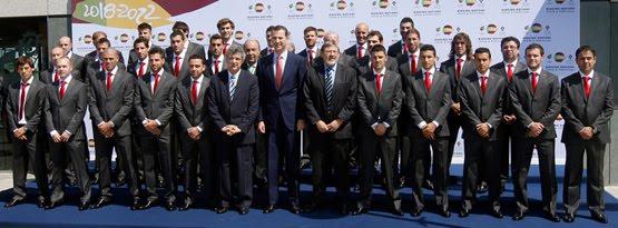 Hilo de la selección de España (selección española) Selecci%C3%B3n-espa%C3%B1ola-f%C3%BAtbol-traje-oficial