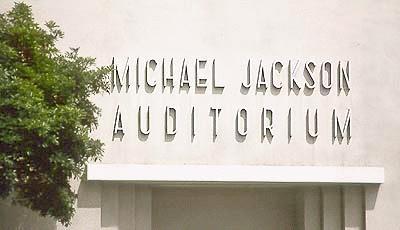 La Gardner Street Elementary School organizza laboratorio musicale con nome di MJ GardnerSchoolAuditorium
