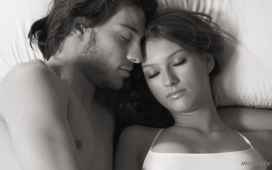Pusti me da  spavam... Ros-black-white-Love-Couples-lovers-Paare-sexy-couples-Romantic-PDA-Kisses-Hugs-sweet-dreams-Good-morningGood-night-Magzies-favourites-BW2-r