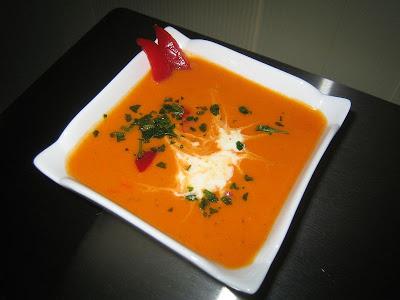Soupe poivrons rouges et B.... aux fines herbes!! 006
