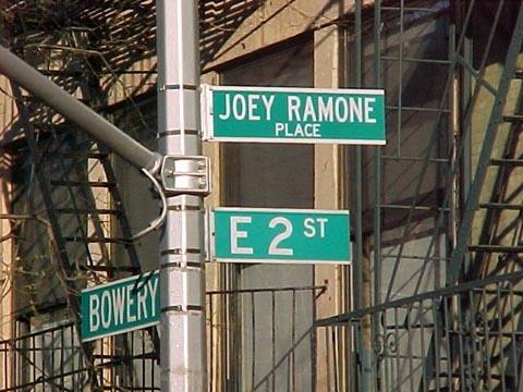 Aujourd'hui - Page 30 Joey%2520Ramone%2520Place%2520NYC