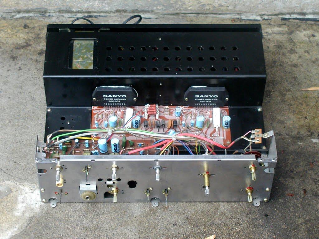 Amplificadores Sanyo 1976 Naked%2Btop