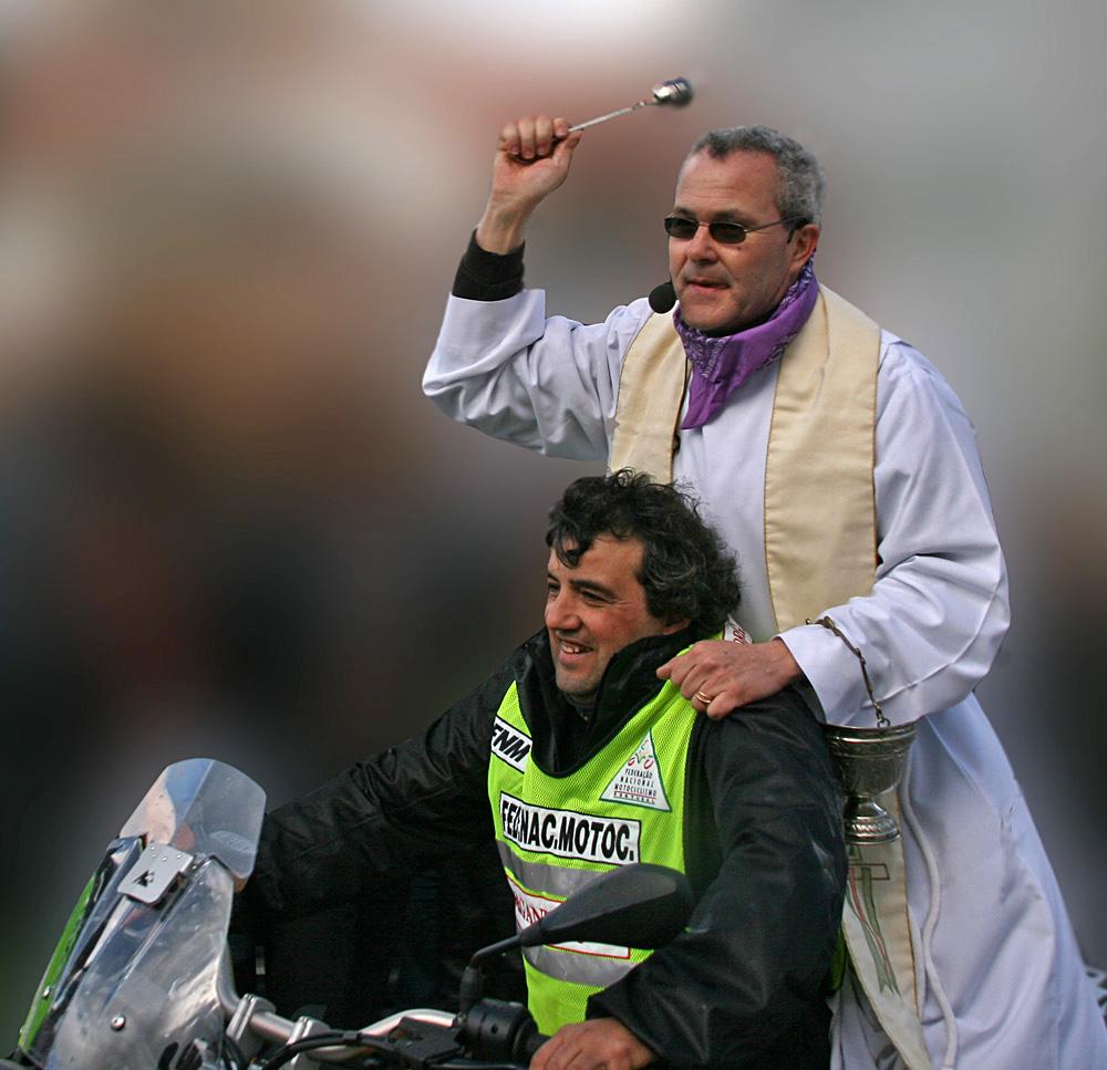 Padre Motard José Fernando - Página 3 Padre%2Baben%C3%A7oando