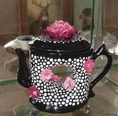 அழகிய மற்றும் வித்தியாசமான தேநீர் குடுவைகள்  Creative-teapots-10