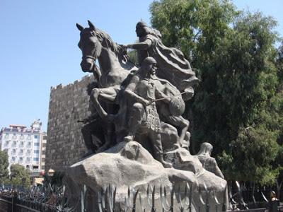صور لقبر القائد صلاح الدين الأيوبي