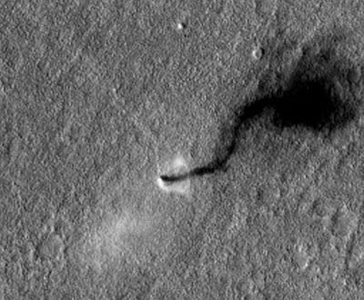 MRO photographie une tornade sur Mars - Page 2 Martian-Dust-Devil-Whirls-into-Opportunity-View