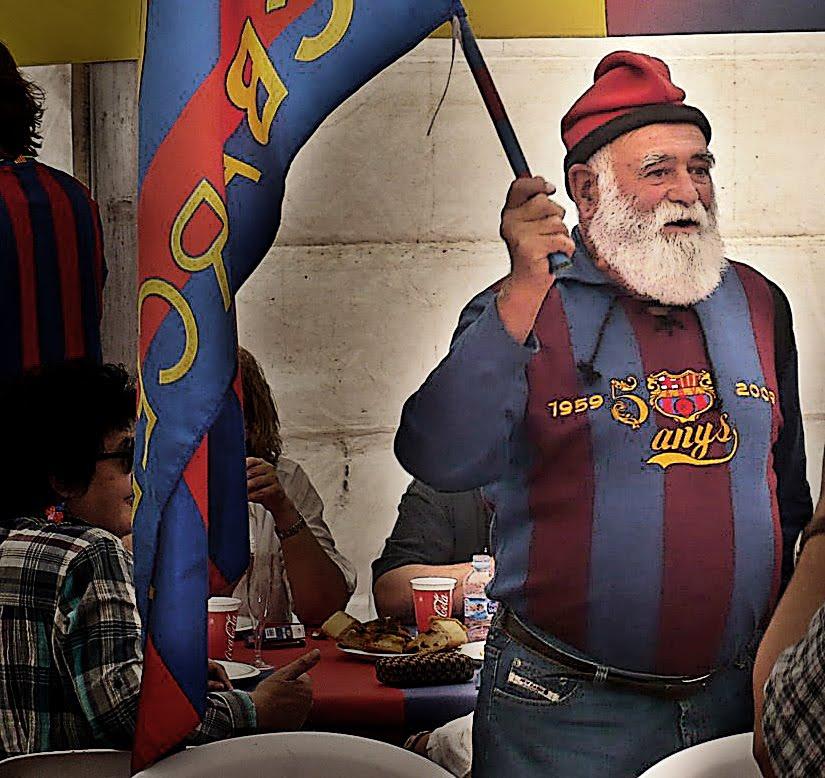 """ليس حيواناً كما يعتقدون .. ولا هو شخصيه خياليه .. ولكن هو الجد في كتالونيا """"  Draganizer"""