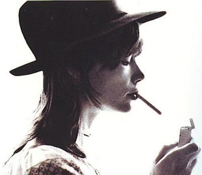 Cigarettes, whisky et p'tites pépées... 20090222163135