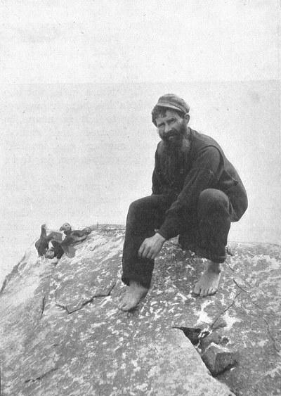 Comunismo feudal St_kilda_puffins_hunting_1898
