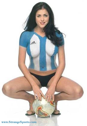coupe du monde 2014 : supportrice la plus ..... Body_art_soccer_argentina_2