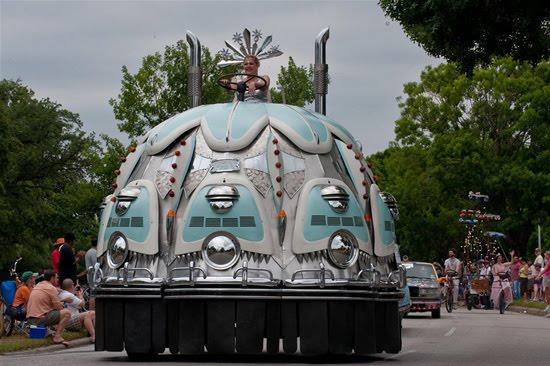 வித்தியாசமான கார்களின் அணிவகுப்பு. Houstoncarparade2010j